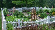 Vegetable Garden Fence Ideas   ... -landscape-with-white-vegetable-garden-fence-design-ideas-550x300.jpg
