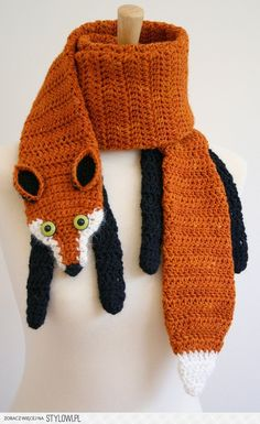 Fox scarf... I want someone to make me this.  Sooo funny and cute.