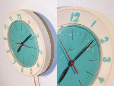 ATOMIC ERA Vintage Wall Clock // Lux // Turquoise Face