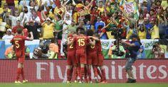 Jogadores da Bélgica comemoram gol aos 43 min do 2º tempo, e a classificação (Bélgica 1 X Rússia 0).