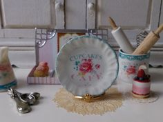 Cupcake & Cafè  Dollhouse Plate by Twelvetimesmoreteeny on Etsy, €2.80