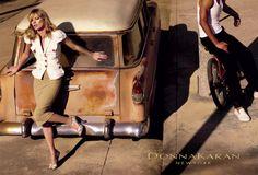 Égérie des plus grandes maisons de mode, Kate Moss multiplie les campagnes prestigieuses. L'occasion de revenir en images sur 25 clichés iconiques mettant en scène la brindille.