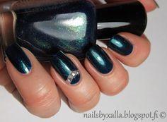 Zoya Remy, negative space nail art, swarovski rhinestone, #ablecs15