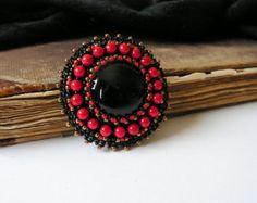 Zwart grijs kralen broche Bead embroidery broche door MisPearlBerry