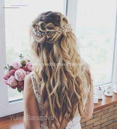 #homecominghairstyles Wedding Hairstyles For Medium Hair, Braided Hairstyles Updo, Loose Hairstyles, Bride Hairstyles, Hairstyle Ideas, 80s Hairstyles, Boho Wedding Hair, Wedding Hair Down, Bridal Hair Vine