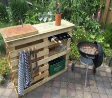 DIY BBQ Side Table with Pallets