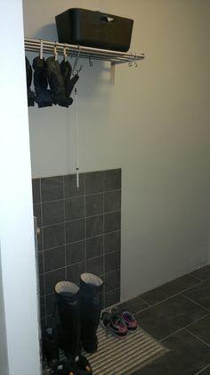 hanskojen kuivatus Organization, Mudroom, Bathroom, Mudroom Laundry Room, Bathtub, Laundry Room