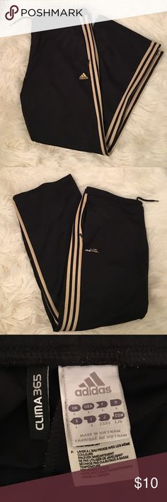 Gold Adidas Warm Ups These are great comfy warm ups. Draw string w/ zipper pockets. Let me know if you need more pics. Adidas Pants Track Pants & Joggers