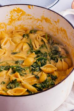 Butternut squash pasta sauce is the perfect autumn comfort food recipe. This creamy vegetarian pasta sauce made from roasted squash is flavoured with fresh rosemary for a warming dinner. Butternut Squash Side Dish, Butternut Squash Pasta Sauce, Roasted Squash, Roasted Butternut, Roast Butternut Squash Recipes, Spinach Recipes, Veggie Recipes, Vegetarian Recipes, Cooking Recipes