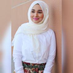 H A P P Y  W E E K E N D 🌼 . . . . #nooralhajjaj #fashion #fashionblogger #fashionable #fashionaddict #fashionicon #styleblogger #style #styleinspo #hijab #hijabstyle #hijabfashion #positivethinking #positiveenergy #positivity #positivevibes #streetwear #streetstyle #streetfashion #lookbook #lookoftheday #ootd #ootdshare #outfitoftheday #dubai #dubaifashion #dubaistreetstyle  #dubaiblogger #lifestyleblogger