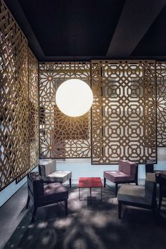 Collaboration with Paolo Cesaretti Architectural Firm.A project combining sleek decoration with a bit of mistery in a place devoted to business transactions. From the entrance, a combination of overlaying patterns leads the visitor to a main lobby space… Hotel Architecture, Concept Architecture, Islamic Art Museum, Interior Walls, Interior Design, Jaali Design, Laser Cut Screens, Reception Desk Design, Exhibition Booth Design