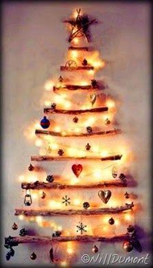 """Olá pessoal, estamos no início de dezembro, e quando a gente pega a caixa da árvore de Natal lá do fundo do baú a gente pensa… """"Vai ser igual ao ano passado?  Acho que preciso comprar bolinhas novas para mudar um pouco… ou gastar dinheiro em uma árvore novinha em folha… mas é tudo tão igual""""…  Mas inovar na decoração de Natal é possível. Veja como aqui no blog:"""