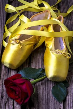 shoe bag Yellow Ballet Shoes by Garry Gay Colored Pointe Shoes, Yellow Ballet Shoes, Ballerina Shoes, Girls Dance Costumes, Ballet Costumes, Shoes Uk, Toe Shoes, Vanellope Y Ralph, Ballet Photos