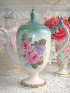 Beautiful Vintage Rose Tea Pot
