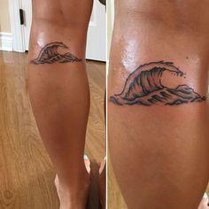 Fresh little wave. :) Done by Tomo at Sacred Art Tattoo in Honolulu Hawaii.