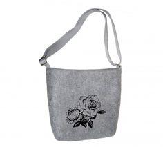 Dámská kabelka přes rameno Růže MarkModern Dámské filcové kabelky jsou navrženy Petrem Markem.  Designy MarkModern jsou originální v kvalitě ušití a designu.  Kabelky jsou podšité a mají uvnitř praktické kapsičky.  Dámské kabelky přes rameno určitě potěší každou ženu, která má ráda originální  věc.  Tato kabelka byla vyrobena pouze v 10 ks. Reusable Tote Bags, Design, Tatoo