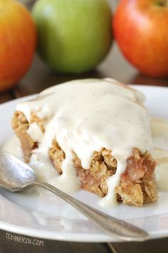This Swedish apple pie (äppelsmulpaj) is incredibly easy to make and is naturally gluten-free, vegan, dairy-free and 100% whole grain!