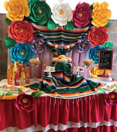Jessica's Mexican-Themed Bridal Party - wander with Alyssa Mexican Fiesta Birthday Party, Fiesta Theme Party, Party Themes, Mexican Party Decorations, Quince Decorations, Mexican Bridal Showers, Quinceanera Party, Mayo, Party Ideas