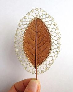 Leaf Crafts, Fall Crafts, Arts And Crafts, Art Au Crochet, Crochet Pattern, Crochet Flower, Crochet Leaves, Arte Floral, Nature Crafts