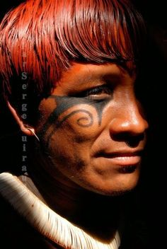 First Nation Yawalapiti chap with fab hair, Mato Grosso, Brasil Tribes Of The World, We Are The World, People Around The World, Pintura Tribal, Arte Tribal, Xingu, Indigenous Tribes, Tribal People, Native Indian