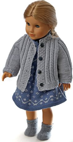 baby born clothes knitting instructions - The doll spring outfit - in blue and . Baby Born Clothes, Girl Doll Clothes, Doll Clothes Patterns, Doll Patterns, Clothing Patterns, Girl Dolls, Knitting Patterns Free, Free Knitting, Knit Patterns