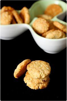 Ces petits cookies sablés au chèvre sont un vrai bonheur. A la base, il s'agit d'une recette d'un magazine que j'ai modifié au fur et à mesure de mes tests