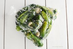 Chrupiące ogórki małosolne na sucho Polish Recipes, Polish Food, Pickles, Spinach, Cabbage, Homemade, Vegetables, Eat, Cooking