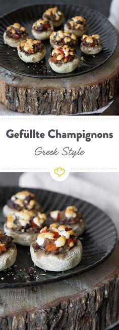 Die griechisch gefüllten Champignons mit Hackfleisch, Feta, Paprika und Oliven bringen das Beste aus dem Land der Götter auf den Tisch.