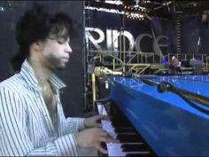 Prince playing piano over  Summertime  at Soundcheck, Koshien, Hyogo Pre...