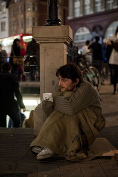 London, England - Alan aged 30 begging outside Oxford Circus tube station after he was made homeless after being kicked out of his housing association flat when his neighbours accused him of selling drugs. - HomeLess, HomeLessNess, Sans Abris, Poverty, Pobreza, Pauvreté, Povertà, Hopeless, JobLess, бідність, Social Issues