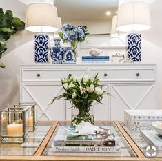 Create a striking statement in your home by pairing crisp white furniture with beautiful blue & white coastal accents. I love this stunning… Die Hamptons, Hamptons Style Decor, Hamptons Style Bedrooms, Hamptons Living Room, Decorating Coffee Tables, Beach House Decor, White Decor, Chinoiserie, Home Furnishings