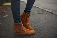 How To Wear Ankle Boots With Fringe Christmas Gifts 20 Trendy Ideas Ankle Boots Outfit Fall, How To Wear Ankle Boots, Ugg Boots Cheap, Boot Bling, Kids Boots, Boots Online, Suede Boots, Moccasins, Uggs