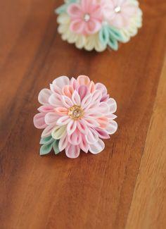 Obidome 帯留め - an ornament worn over an obi sash. Ribbon Art, Diy Ribbon, Ribbon Crafts, Flower Crafts, Cloth Flowers, Iris Flowers, Fabric Flowers, Tissue Flowers, Japanese Flowers