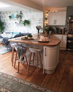 Home Interior White open plan kitchen inspiration.Home Interior White open plan kitchen inspiration Small Open Plan Kitchens, Open Plan Kitchen Living Room, Kitchen Family Rooms, New Kitchen, Small Kitchen Diner, Kitchen Units, Small Kitchen With Table, Kitchen Island, Cosy Kitchen