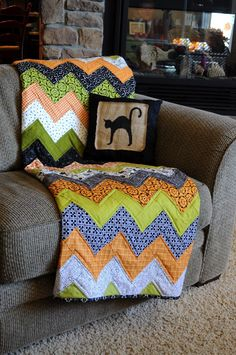 Wonderful tutorial on a Halloween Chevron Quilt. Great directions and pictures for the beginner to learn this pattern as well as get more practice on machine quilting. Can't wait to see the red and white Christmas quilt! DLW
