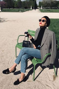 4 Affordable French Clothing Brands Every Parisian Loves Parisian Style Fashion, French Street Fashion, Look Fashion, Girl Fashion, Autumn Fashion, Classic Fashion Outfits, Parisian Street Style, French Chic Fashion, Fashion Check