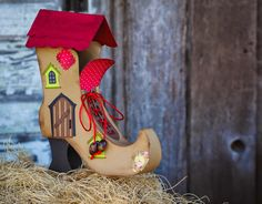 SVG Attic Blog: There Was An Old Woman who lived in a shoe #svgattic