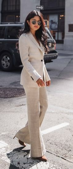 40 Gorgeous Pre Fall Outfits To Scoop Up Now — Style Estate Classy Business Outfits, Casual Work Outfits, Mom Outfits, Work Attire, Fall Outfits, Business Casual, Street Style Edgy, Street Style Women, Street Styles