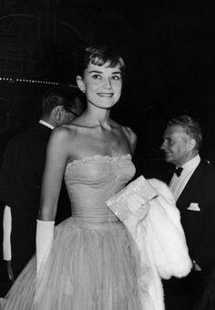 audreyandmarilyn: Audrey Hepburn at the premeire of Roman...