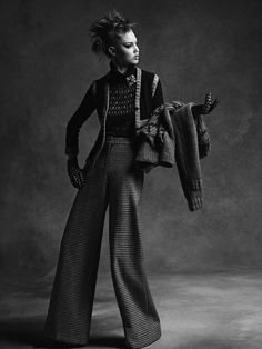 crfashionbook: Lindsey Wixson for Chanel Fall 15 photographed Chanel 2015, Lindsey Wixson, Business Look, White Fashion, Fashion Pictures, Slacks, Houndstooth, Karl Lagerfeld, Tweed