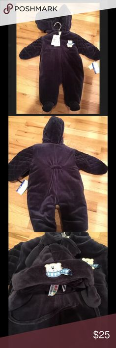 NEW boys bunting snowsuit blue infant 3-9m NWT Brand new  Navy blue Quilted sleeves & feet Embroidered bear with scarf Zip up Includes Hood, hat, gloves and padded hanger 2 front pockets 3-9mo:13-20 lbs/24-28in From babies r us Carter's Jackets & Coats Puffers