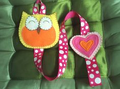 This cute owl hair clip holder is a practical and lovely addition to any little girl's room.