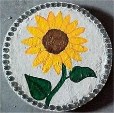 See a picture of a home-made garden stepping stone made by me. It features a painted picture of a sunflower. Homemade Stepping Stones, Painted Stepping Stones, Stepping Stone Walkways, Painted Pavers, Painted Rocks Craft, Stepping Stones Kids, Diy Garden, Garden Crafts, Garden Ideas