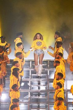 I wanna go to black girl magic university so I can figure out who to pledge with Queen Bee Beyonce, Beyonce And Jay Z, Beyonce 2013, Blue Ivy Carter, Destiny's Child, Cute Celebrities, Celebs, Beyonce Performance, Beyonce Coachella