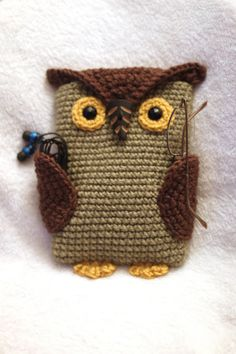 READY TO SHIP Crochet Owl eReader Kindle by ThingamabobsAPlenty  How cute! I know someone who has an iPad that needs to make this ;) @Teresa Selberg Bowers