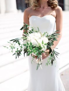 Organic wedding bouquet: http://www.stylemepretty.com/2017/04/26/modern-detroit-institute-of-arts-wedding/ Photography: Blaine Siesser - http://www.blainesiesser.com/