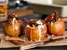 baked apples w/marzipan & vanilla sauce (recipe in german)/www. Salat Al Fajr, Xmas Dinner, Baked Apples, Food Festival, Ice Cream Recipes, Recipe Of The Day, Superfood, Food Photo, Sweet Treats