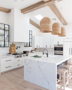 White Kitchen Decor, Home Decor Kitchen, Home Kitchens, Small Kitchens, White Marble Kitchen, White Coastal Kitchen, Marble Kitchen Countertops, All White Kitchen, Modern White Kitchens