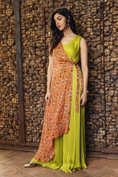 Green Pleated Jump Suit with Floral One Side Shrug – Issa Studio Unique Dresses, Stylish Dresses, Fashion Dresses, Stylish Kurtis, Fashion Wear, Indian Dresses, Indian Outfits, Mehendi Outfits, Indian Designer Outfits
