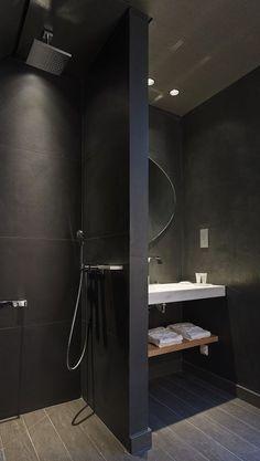 Mir gefällt die Aufteilung zur Dusche, der Waschbeckenplatz ist mir persönlich zu klein. Nur Schwarz fände ich zu dunkel. More